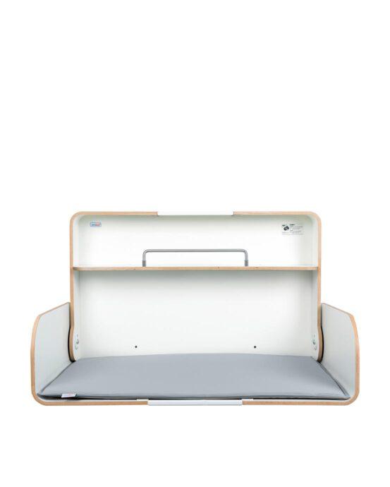 Timkid KAWAQ-lastenhoitopöytä kuvattuna edestä, kansi auki. Väri: valkoinen. Tuotenumero: TKQ3001.
