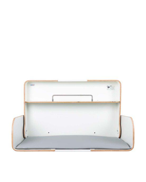 Timkid KAWAQ-lastenhoitopöytä kuvattuna edestä, kansi auki. Väri: tammi. Tuotenumero: TKQ3003.