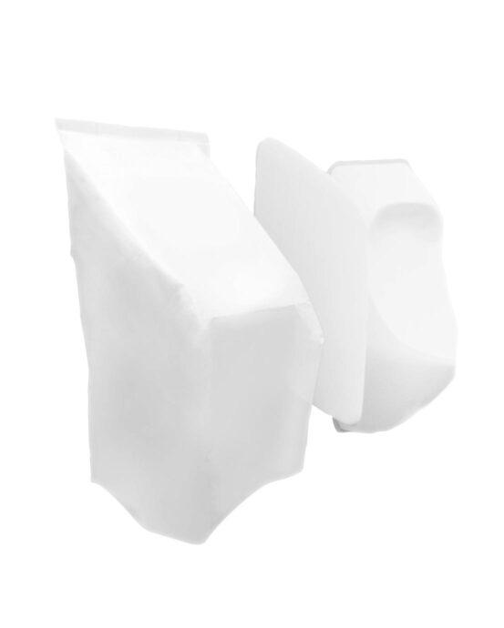 Kaksi valkoista urinaalin suojapeitettä. Keskellä yksi valkoinen väliseinän suojapeite.