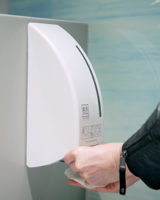 WC-tilan desinfiointi-paketti. BlackSatino desinfiointi-annostelija WC-istuimen desinfiointiin.