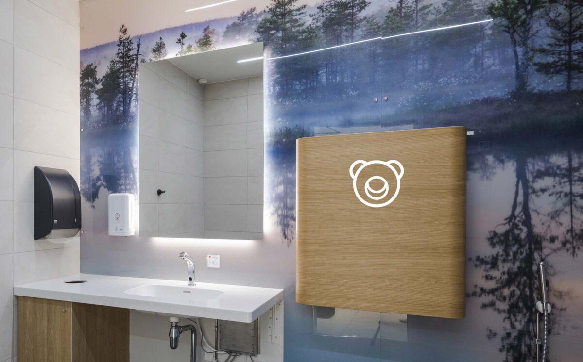 Novosan suunnittelukohde: kauppakeskus Goodman. Uusi Inva-WC . Timkid-hoitotaso sopii pieneen tilaan.
