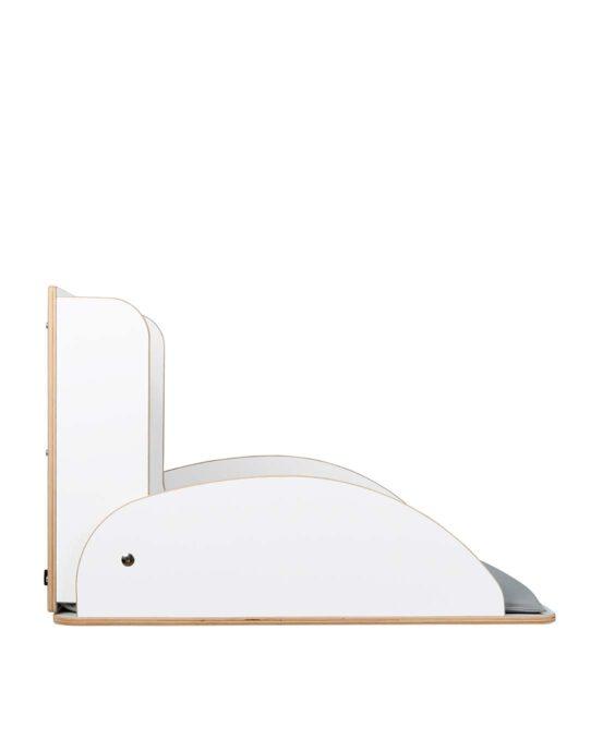 KAWAsimplex-lastenhoitopöytä kuvattuna sivulta, kansi auki. Väri: valkoinen. Tuotenumero: TKS7002.