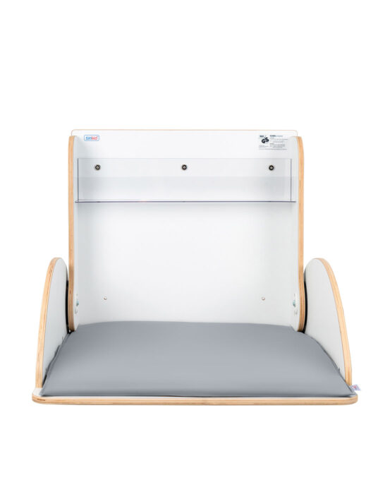 KAWAsimplex-lastenhoitopöytä kuvattuna edestä, kansi auki. Väri: valkoinen. Tuotenumero: TKS7002.