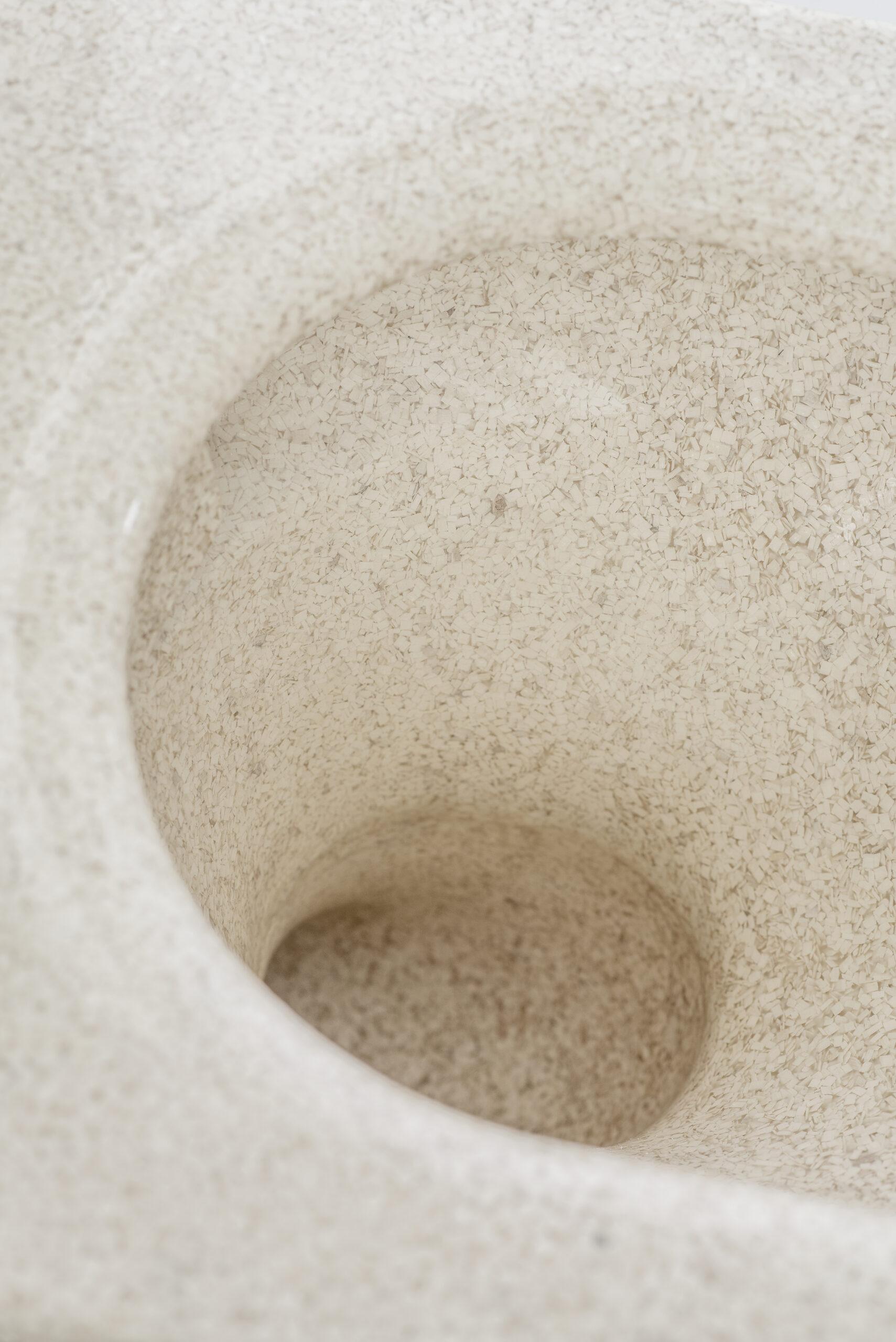 Woodio Block -WC-istuin. Väri: Polar, lämmin valkoinen.