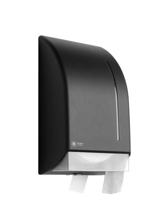 BlackSatino-jumborulla-WC-paperiannostelija. Annostelija kuvattuna viistosti edestä. Musta värivaihtoehto. Tuotenumero: 331960.