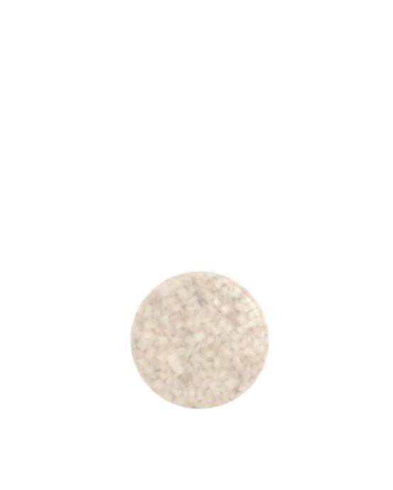Woodio Hook -vaatekoukku Polar. Yksi pyöreä lämpimän valkoinen vaatekoukku kuvattuna edestä.