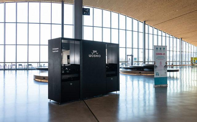 Woshio käsienpesupiste Länsiterminaali T2:n aulassa.